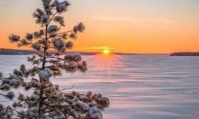 Зимний закатный пейзаж