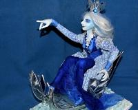 Снежная Королева (в санях)