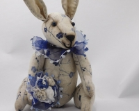 Мартын. Кролик винтажный с букетом.