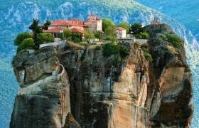 Греческий  монастырь на скале