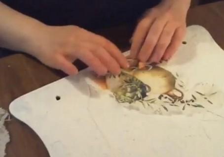 Составление композиции для фрески из салфеток