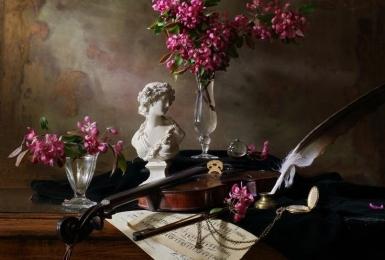 Натюрморт с цветами и статуэткой. 1 сеанс