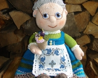 Бабушка с фиалками