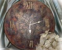 Часы в стиле полихром
